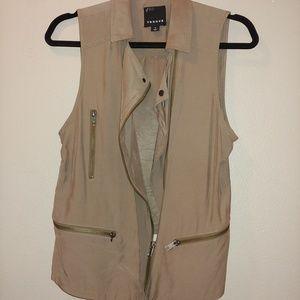 Women's Trouve taupe Asymmetrical Zipper Vest M
